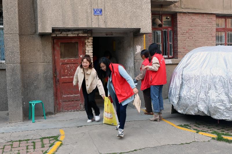 """我所赴榆中街社区开展""""向祖国献礼·志愿者在行动""""主题志愿服务活动02"""